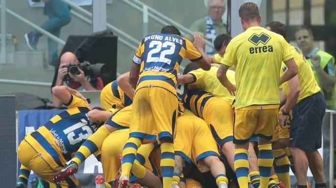 parma-celebrates-dimarco-goal-vs-inter_16f2l6i4vpxo1k1nplcxgv14a