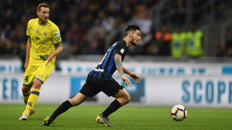 mateo_polittano_saat_menggiring_bola_photo_by_claudio_villa_inter_inter_via_getty_images-169